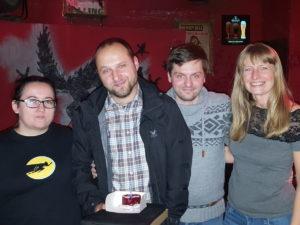 Od lewej: Kasia, Krzysiek-organizator, Krzysiek-stały bywalec, czasami prelegent i ja