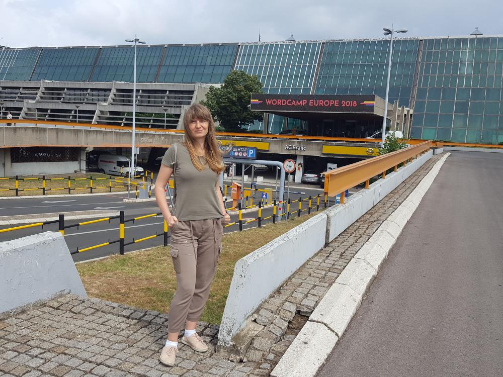 To ja, przed Sava Center w Belgradzie, gdzie odbył się WordCamp Europe 2018